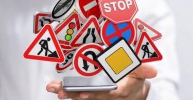 code-route-smartphone-panneaux